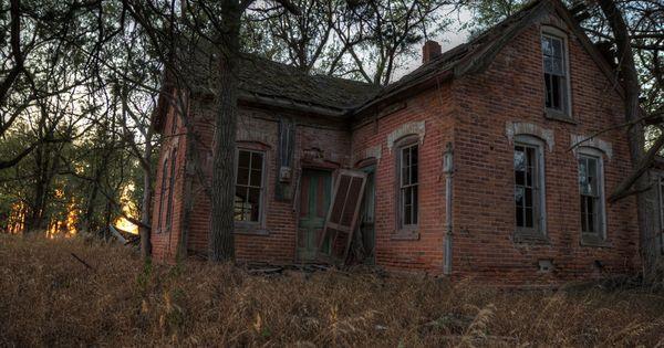 Old, abandoned house near Yankton, South Dakota. So many abandoned homes around