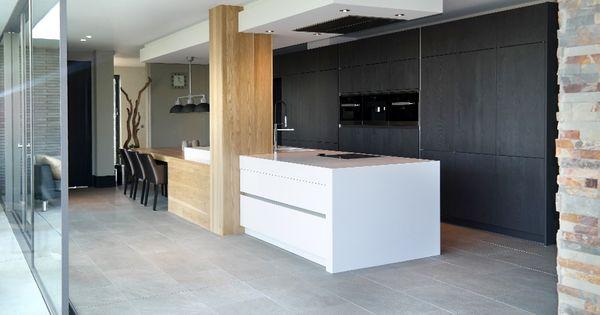 Moderne keuken met kookeiland eiken kastenwand met luxe inbouwapparatuur van miele http amzn - Keuken met kookeiland table ...