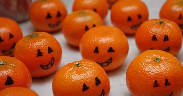 Clementine pumpkins - another healthy Halloween treat idea!