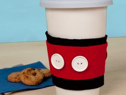 DIY Mickey Mouse Cups More fun craft ideas --> http://www.sewmuchcraftiness.com