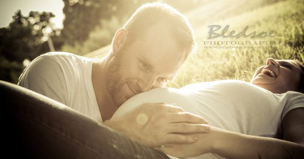 Knoxville maternity photographer, © Bledsoe Photography, baby belly photo session in a