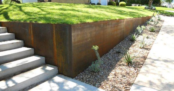 Corten steel wall the grange pinterest jardins planters et murs en blocs de b ton - Planter campanule des murs ...