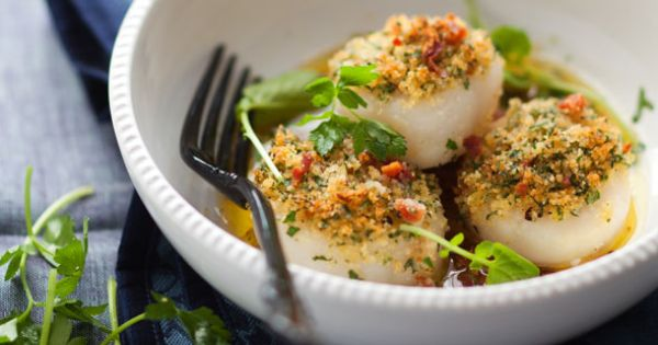 Looks Delicious!!! Roasted Scallops with Breadcrumbs and Bacon by cannellevanille Scallops cannellevanille