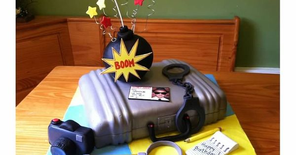 Ultimate Spy Cake with all the gadgets. | Cool Cakes ...