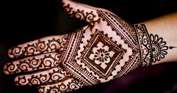 Mehndi Circle Meaning : Most simple easy peacock and round tikki mehndi designs