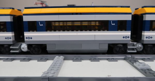 This Lego Tutorial Will Show You How To Modify The 2018 Lego Passenger Train 60197 To Use Jacobs Bogies And What They A Lego City Train Lego City Lego Trains