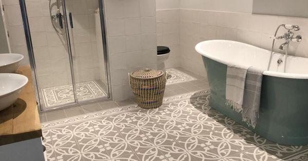 Mooie klassieke badkamer tegels ze geven een mooie warme uitstraling leuk gecombineerd met een - Een mooie badkamer ...