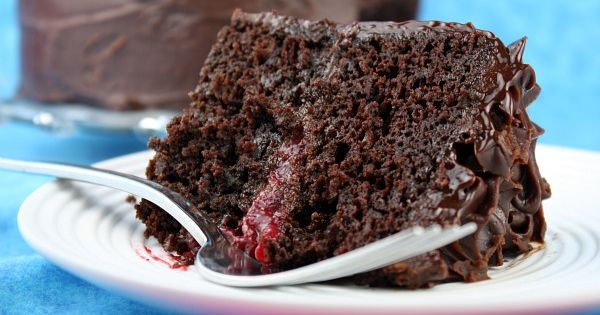 Double Chocolate Cake with Raspberry Filling | Raspberry Filling ...