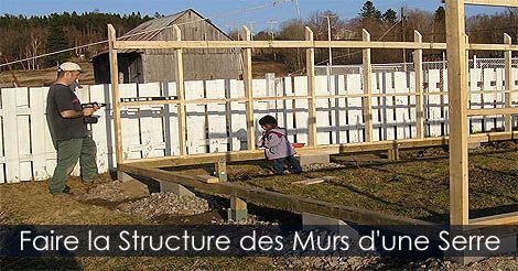 Serre de jardin construire les murs d 39 une serre en bois for Construire serre de jardin