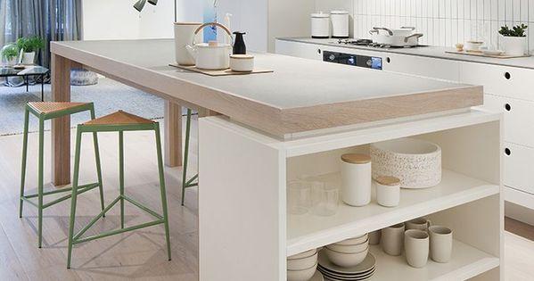 Cuisine blanche design avec ilot central ouverte sur le séjour - Cuisine Moderne Avec Ilot Central