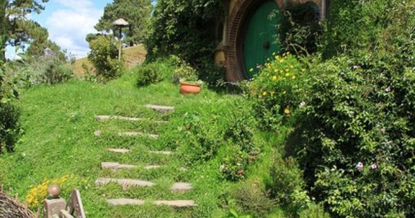 Hobbit houses in Matamata, New Zealand! AAAAAHHH I wanna see the Shire