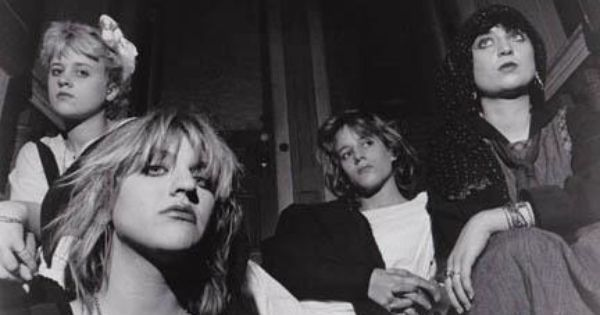 Kitten On The Far Right In Sugar Baby Doll An Early Band W Kat Bjelland Courtney Love And Jennifer Finch Courtney Love Courtney Love Hole Alternative Rock