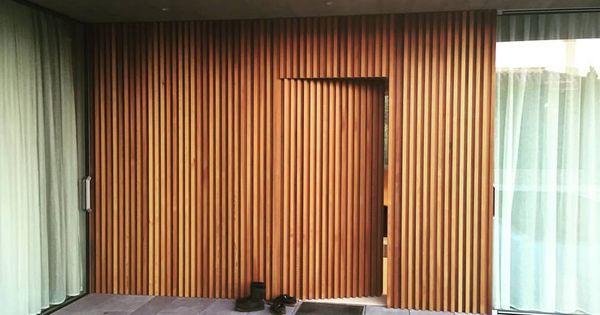 Puerta De Entrada Casaunifamiliar Carpinteria Puerta Cedro Entrada Arquitectura Fusta P Puertas Ocultas Puertas De Entrada Puertas De Entrada De Madera
