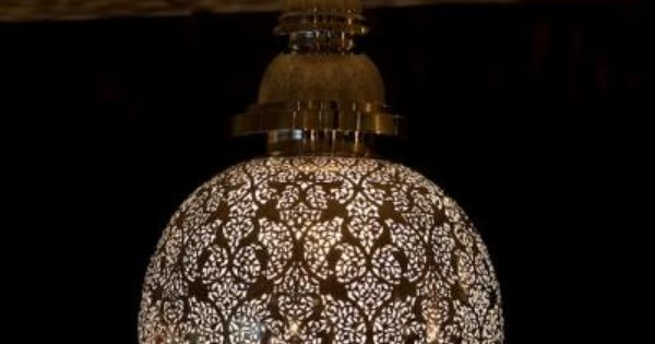 suspension luminaire boule en cuivre d cor de motifs fleuris et diffusant une exquise lumi re. Black Bedroom Furniture Sets. Home Design Ideas
