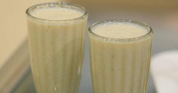 Cbc Sofra طريقة تحضير عصير موز باللبن غادة جميل Recipe Food Videos Desserts Milkshake Desserts