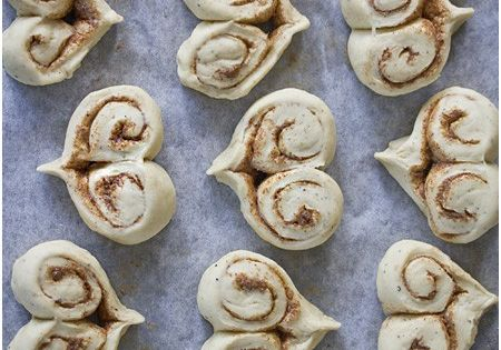 Heart shaped cinnamon rolls. So freaking cute, great for Valentines Day, anniversaries,
