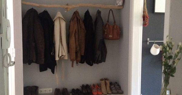 diy garderobe aus einem ast maybe we need a low shelf like this danube hall pinterest. Black Bedroom Furniture Sets. Home Design Ideas