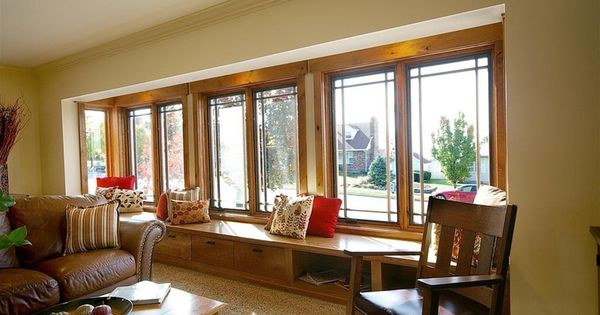 Warm and inviting living room design with bench window for Warm inviting living room ideas