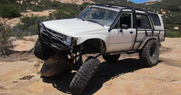 White Rock Crawler 1987 Toyota 4runner Toyota 4runner Rock