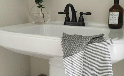 Crazy wonderful powder room decor simple bathroom design for Crazy bathroom designs