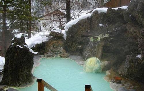 Beautiful mountain home hot tub that looks more natural