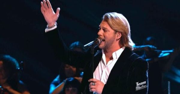 Craig Wayne Boyd Sings Old Rugged Cross Brings Down The