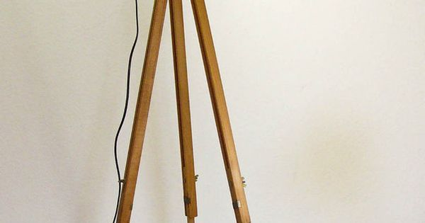 tripod stehlampe scheinwerfer stehleuchte dreibein holz stativ lampe retro 60er in antiquit ten. Black Bedroom Furniture Sets. Home Design Ideas