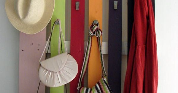 DIY : colorful pallet coat rack Lots of pallet ideas around but