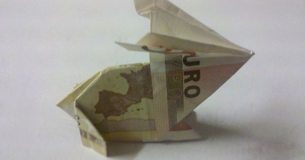 kleiner osterhase aus einem geldschein gefaltet geldscheine falten origami mit geldscheinen. Black Bedroom Furniture Sets. Home Design Ideas
