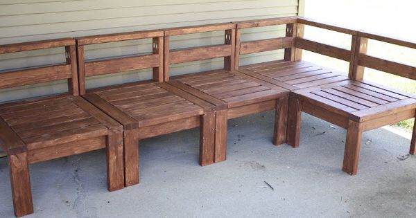 DIY 2x4 outdoor sectional for only around $100! Outdoor seating??