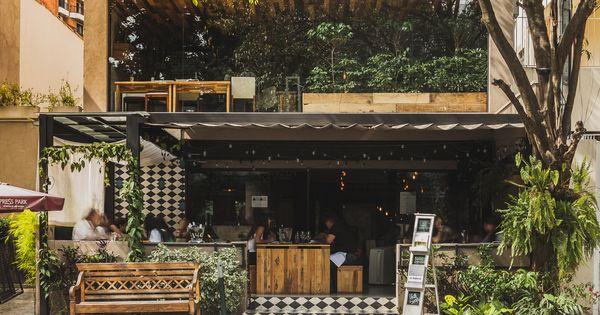 Restaurante le manjue organique fl via machado for Architecture organique