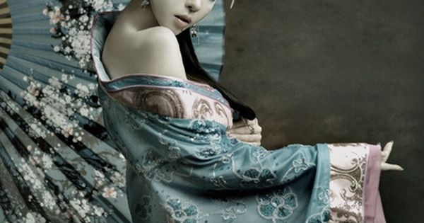 Styled geisha model. I like the blue.