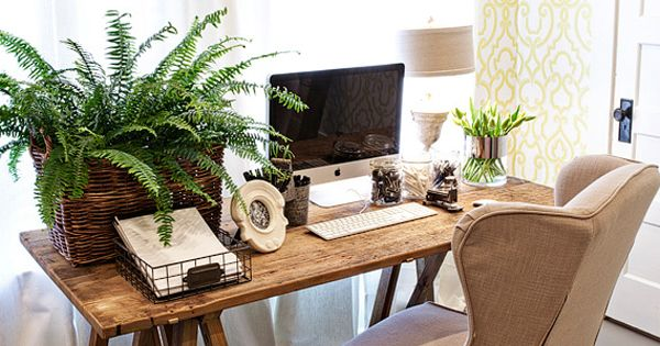 dreamy workspace. Love it right down to the wallpaper and fern!