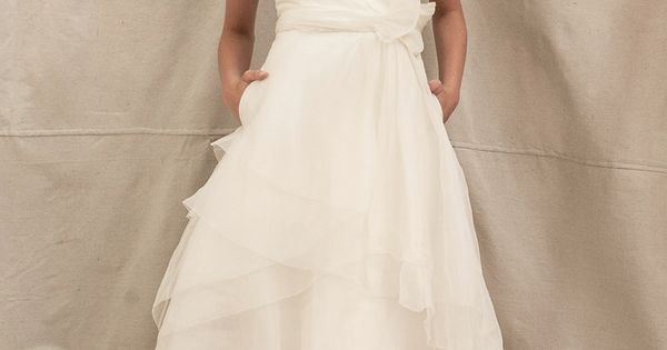 Princess slim A-line chiffon wedding dress. I normally like lace dresses but