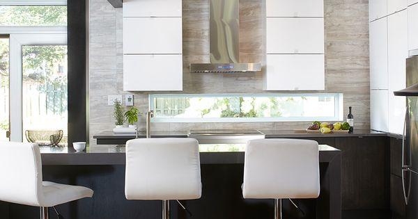 Armoires de cuisine moderne en acrylux merisier teint for Architecture cuisine et bains