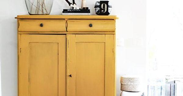 sch ner schrank vase mit gr nzeug haus wohnen pinterest vasen schr nkchen und sch ner. Black Bedroom Furniture Sets. Home Design Ideas