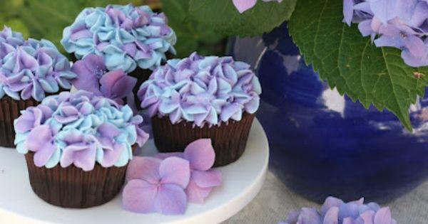 Pretty cupcakes! LOVE