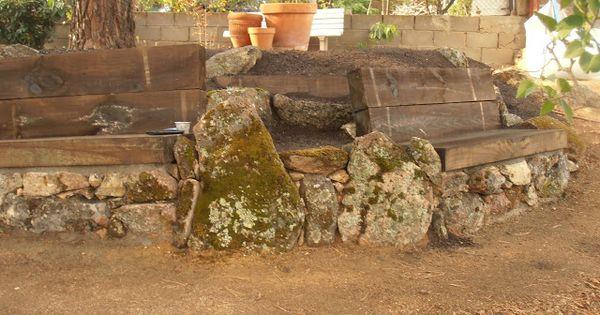 El jard n de la alegr a rocalla con bancos de piedra y for Cancion el jardin de la alegria