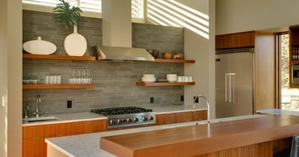 moderne k che holzfronten kochinsel grauer fliesenspiegel k che r ckwand pinterest. Black Bedroom Furniture Sets. Home Design Ideas