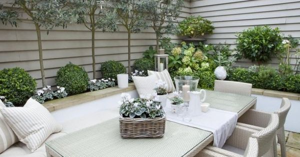 hohe und niedrige b ume als rahmen f r den kleinen garten garten pinterest gardens garden. Black Bedroom Furniture Sets. Home Design Ideas