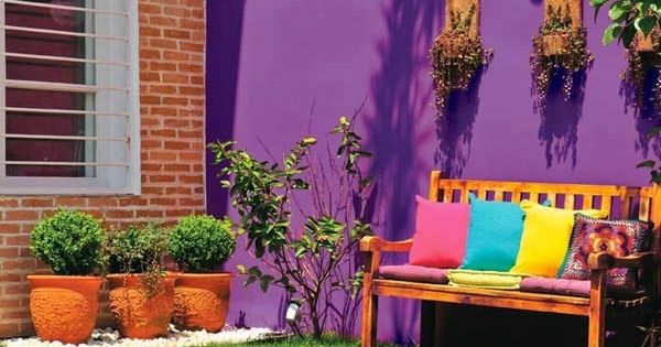 Pared de color fuerte en patio jard n pinterest for Jardin 7 colores