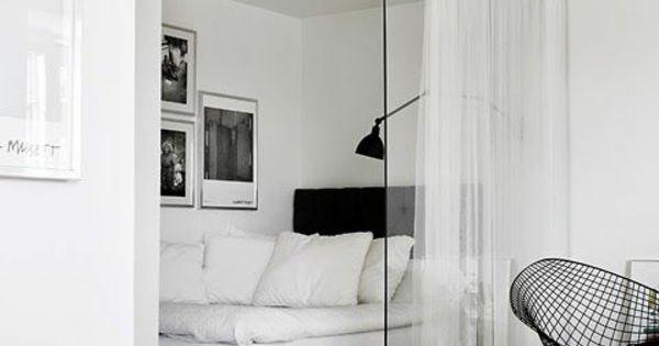 raumtrenner aus glas und vorhang wohnzimmer livingroom. Black Bedroom Furniture Sets. Home Design Ideas