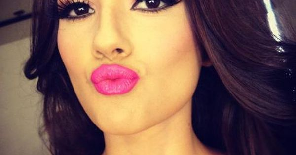 Ginormous lashes & hot pink lips. makeup pink