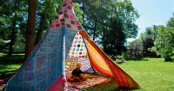 Crochet Blanket tent photo by Mandy Delucia ; quiero unaaaaaaaaaaa!!