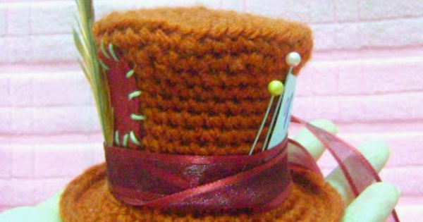 Amigurumi Top Hat Pattern : A little different from the pattern I have. Free amigurumi ...