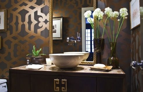 Decorative wall design with stenciled bathroom walls