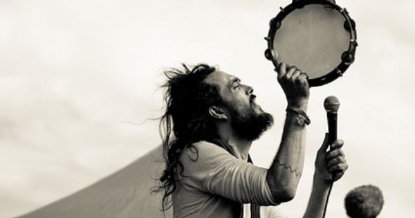 Alex Ebert (Edward Sharpe & The Magnetic Zeros) They are amazing Live!!