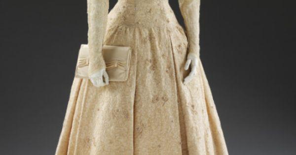 Gerald C Wedding Dresses : Wedding dress norman hartnell the victoria albert msueum