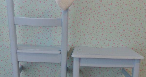Leuke brocante stoel doormidden gezaagd nu leuke dressgirl dressboy en nachtkastje naar idee - Idee van interieurontwerp ...