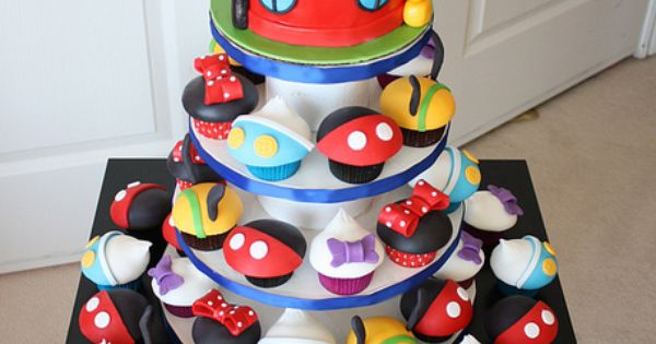 Mickey Mouse Clubhouse Cupcakes - love love love these! Wish I knew